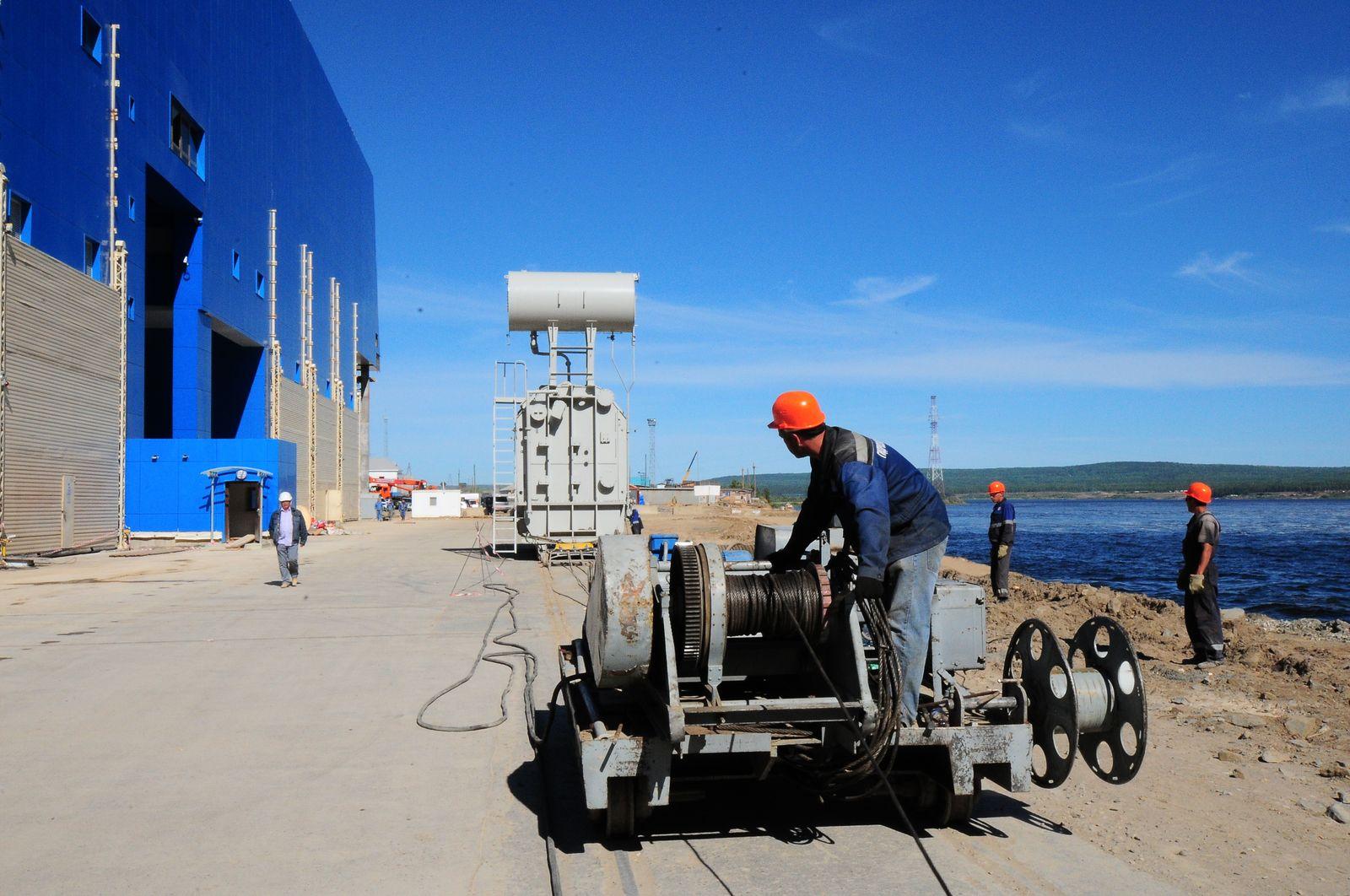 В декабре 2011 года на БоГЭС была завершена технологическая операция по перемещению автотрансформаторов с площадки...
