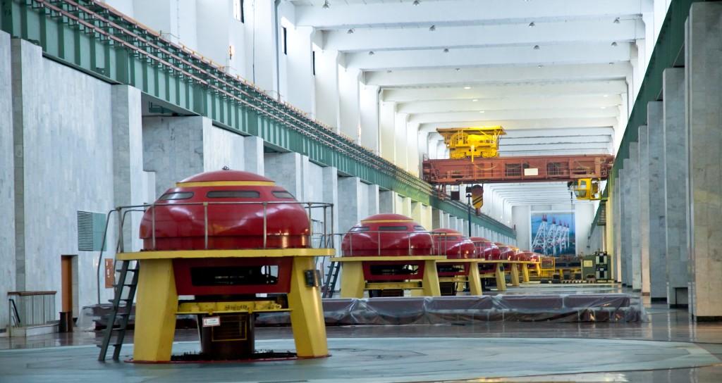 В машинном зале Чебоксарской ГЭС
